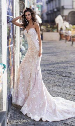 свадебное платье силуэта «русалка» оттенка капучино
