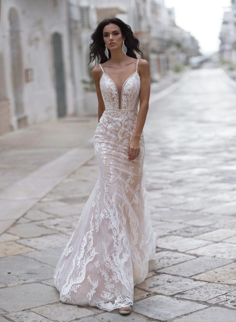 Стильное свадебное платье силуэта «русалка»