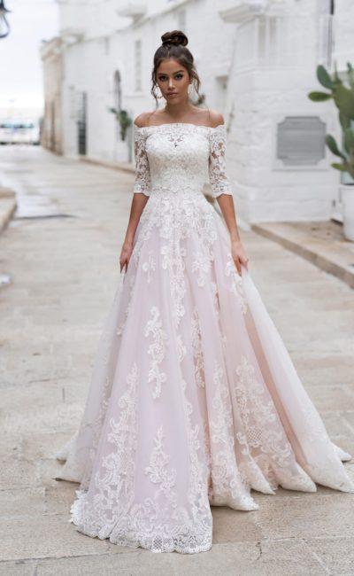 свадебное платье с пышной юбкой цвета розовой пудры