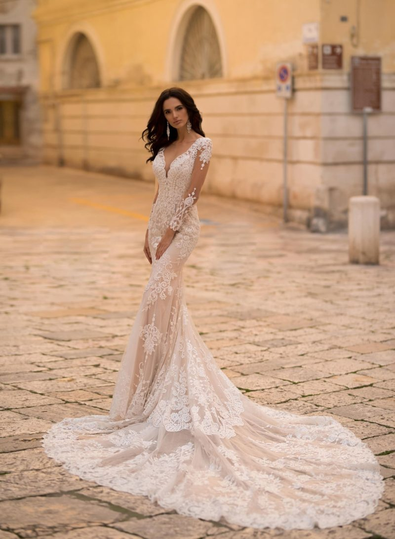 Утонченное и роскошное свадебное платье силуэта «русалка»
