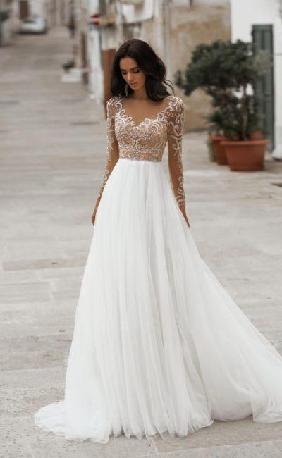 свадебное платье А-силуэта с воздушной юбкой