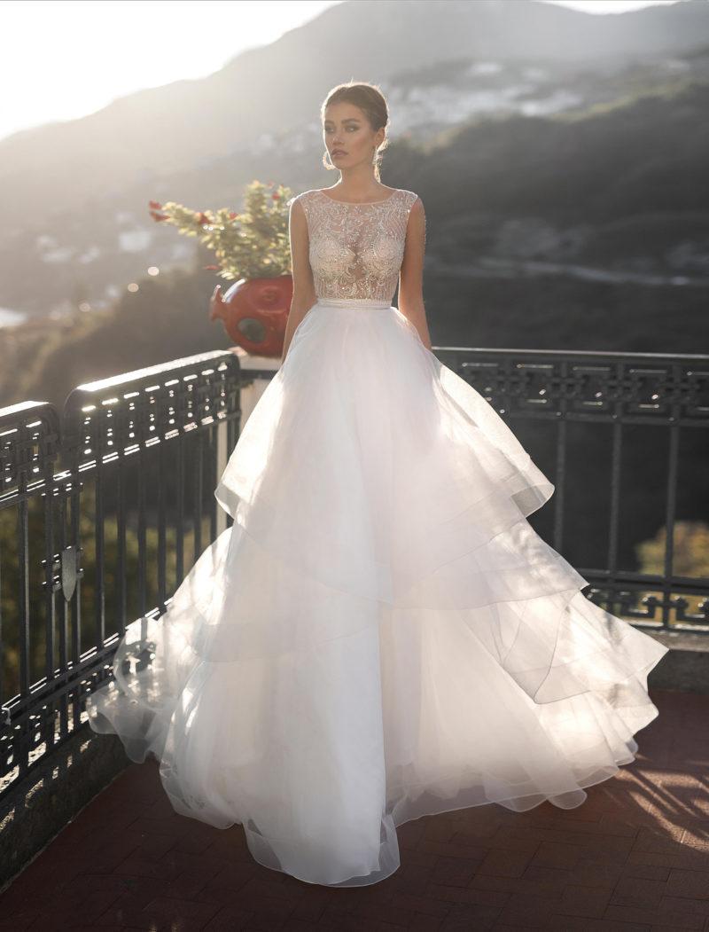 Трендовое свадебное платье с необычной пышной юбкой