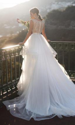 платье с необычной пышной юбкой