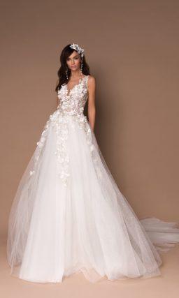 Свадебное платье с цветами