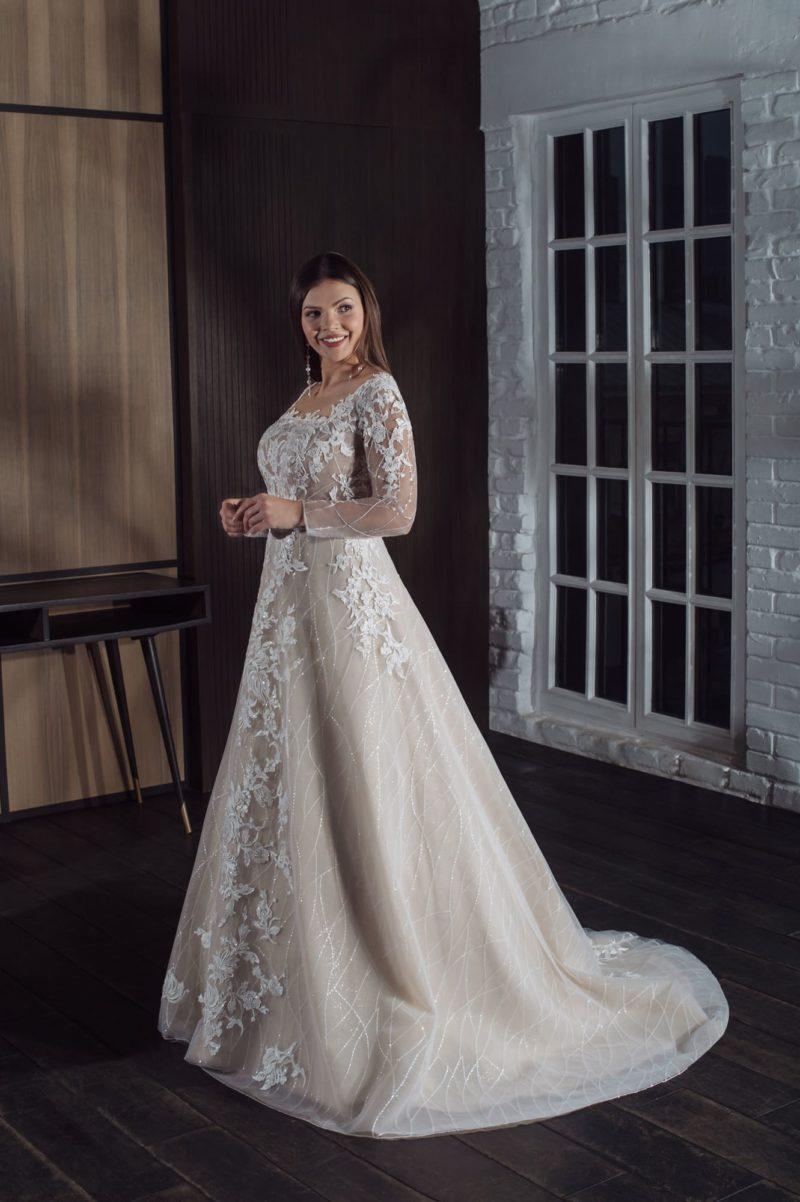 Свадебное платье в теплом оттенке капучино