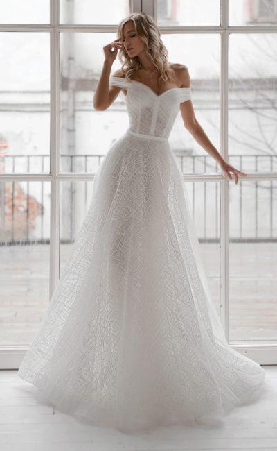 Воздушное свадебное платье из полупрозрачного фатина
