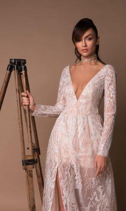 Легкое свадебное платье с верхней юбкой