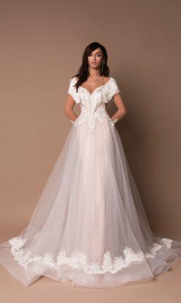 Свадебное платье с бахромой