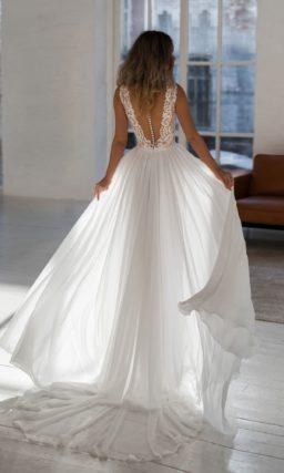 Приталенное свадебное платье нежного пудрового оттенка