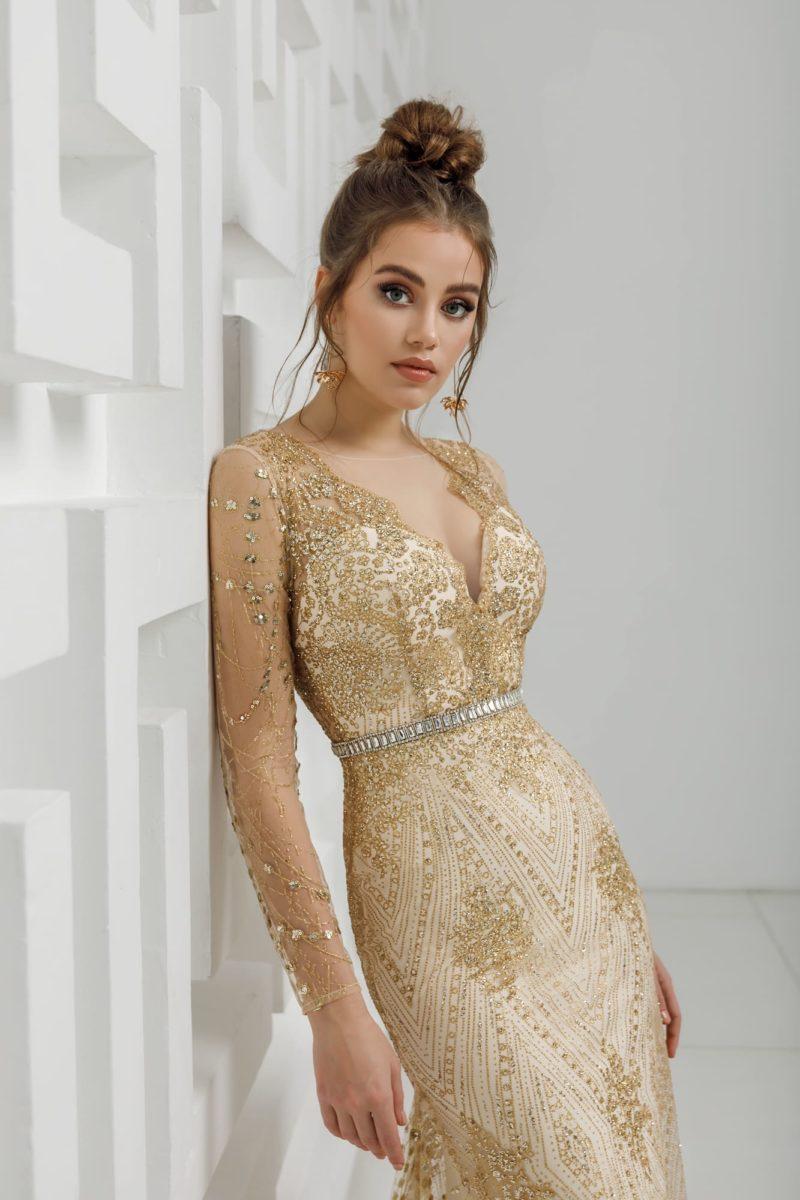 Вечернее платье-русалка с роскошным золотым декором