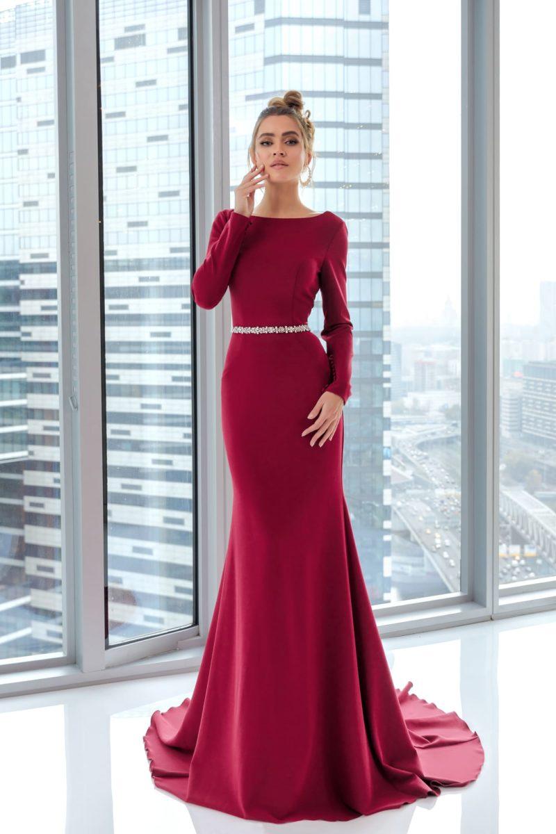 Лаконичное вечернее платье годе