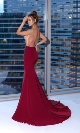 Длинное платье с бордовой юбкой