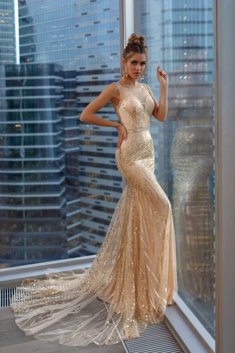 Длинное вечернее платье-русалка