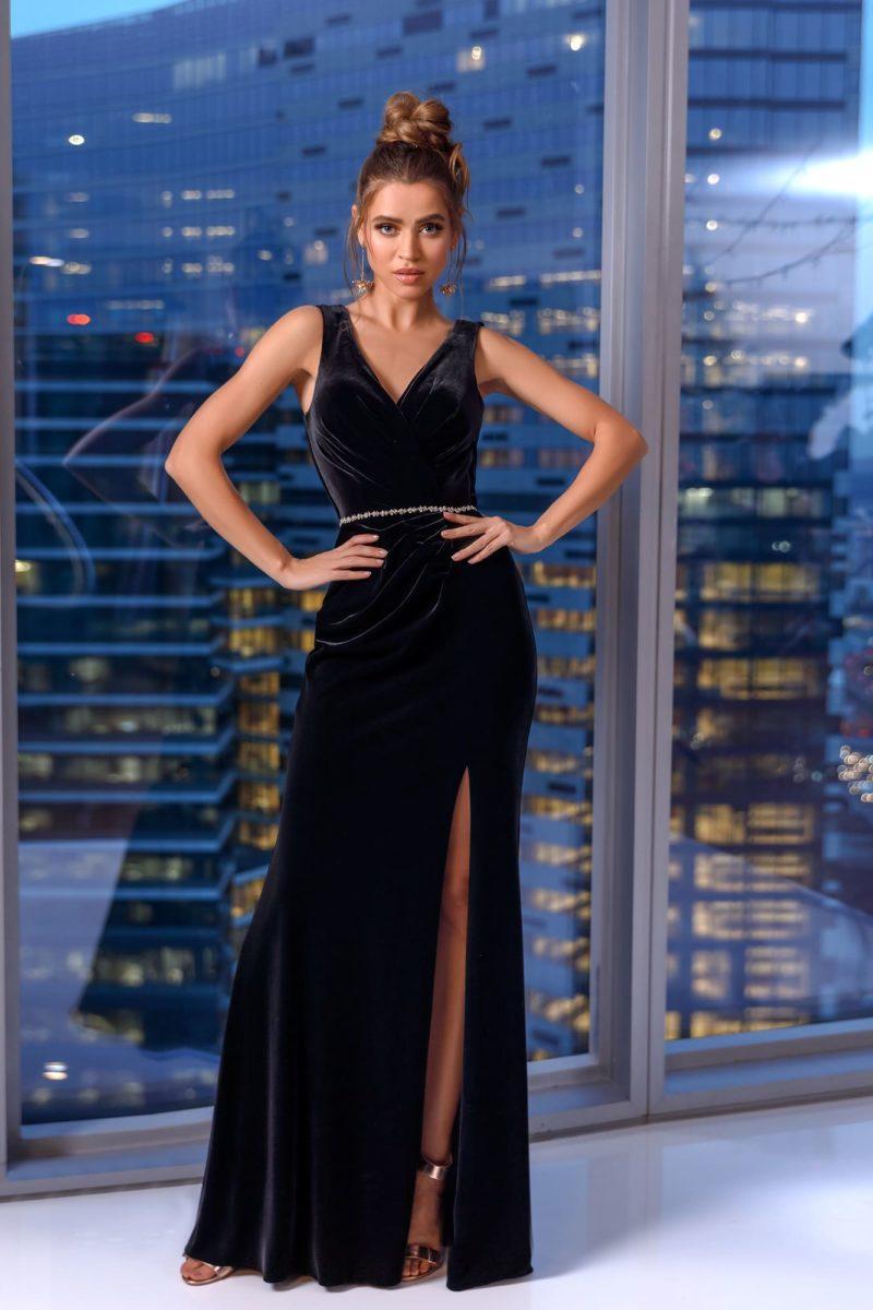 вечернее платье прямого кроя из черного бархата