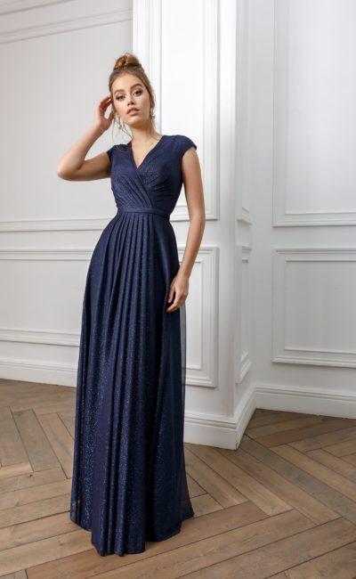 вечернее платье в пол глубокого синего оттенка