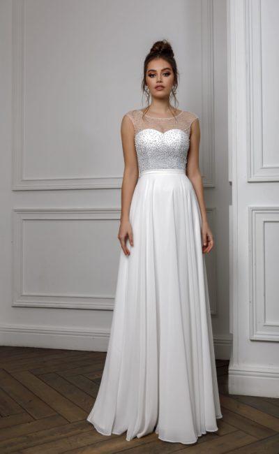 Длинное платье белого цвета
