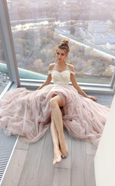 вечернее платье пудрового цвета с юбкой в пол