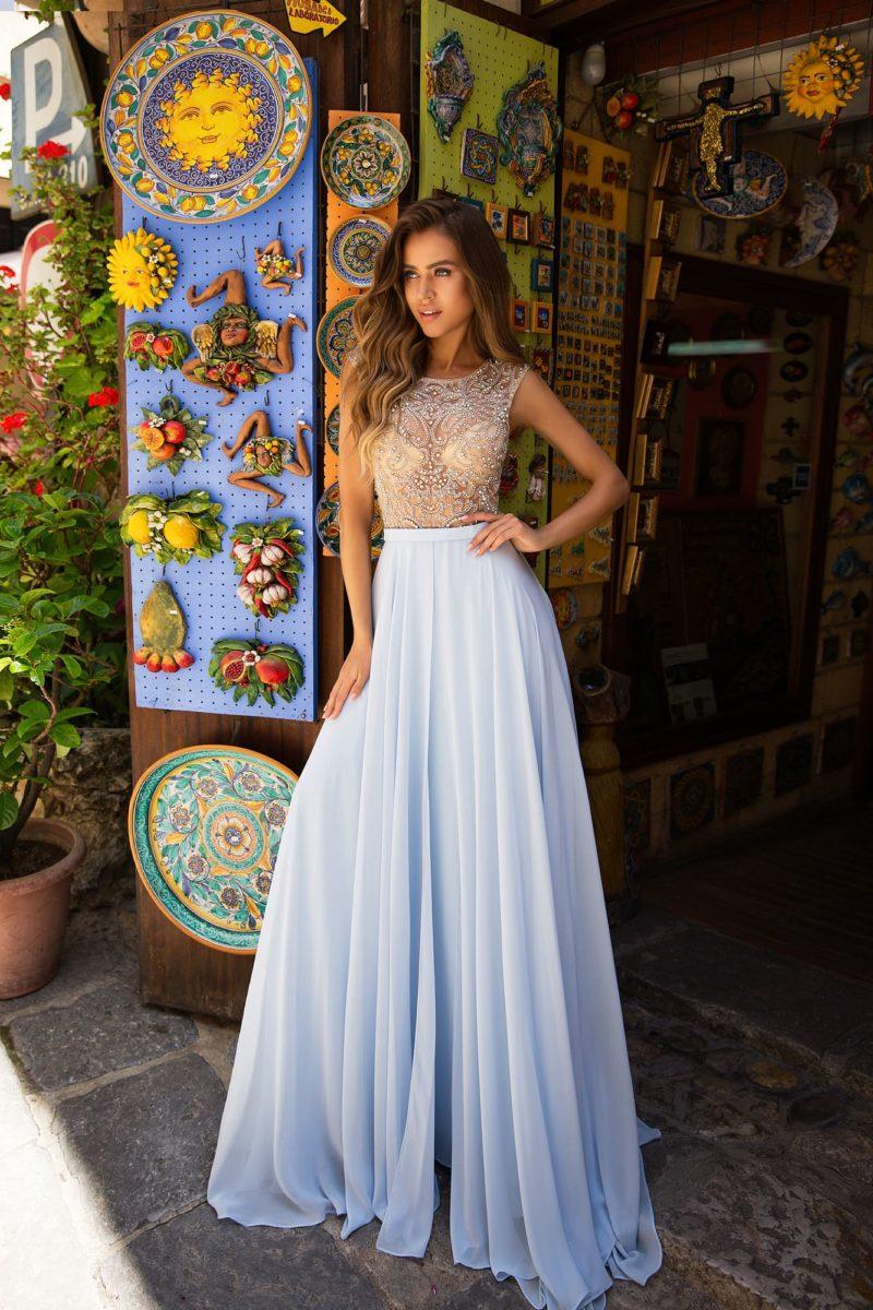 Вечернее платье А-силуэта с длинной юбкой