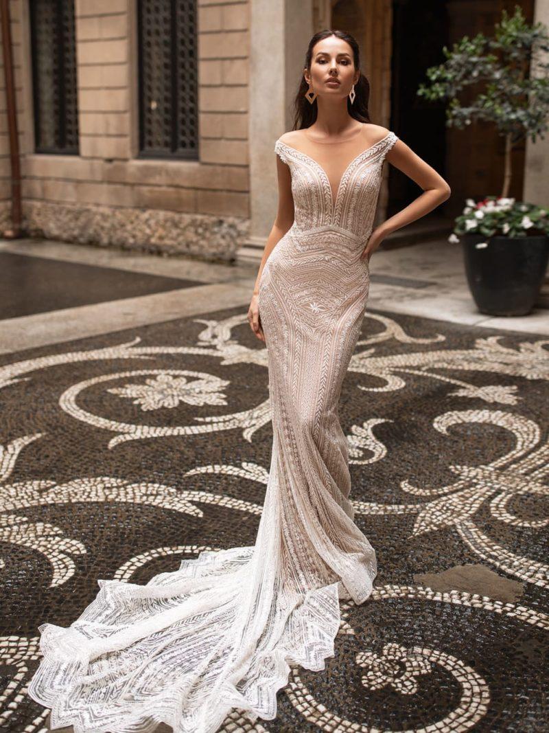 Свадебное платье-рыбка оттенка капучино