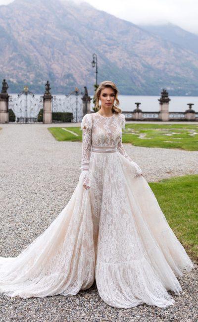 Пышное свадебное платье из кружева