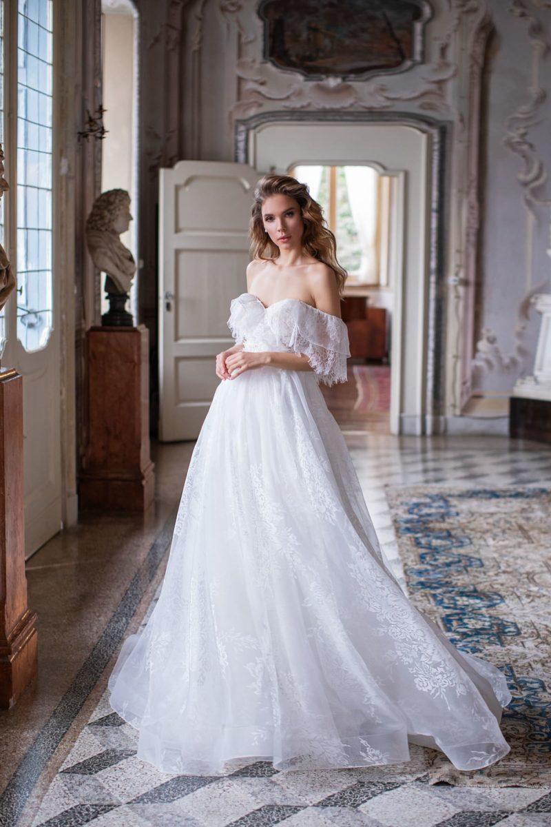 Открытое свадебное платье из белоснежного шифона