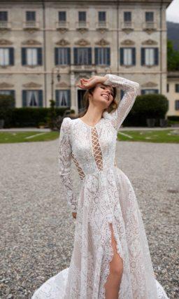 Эффектное кружевное свадебное платье