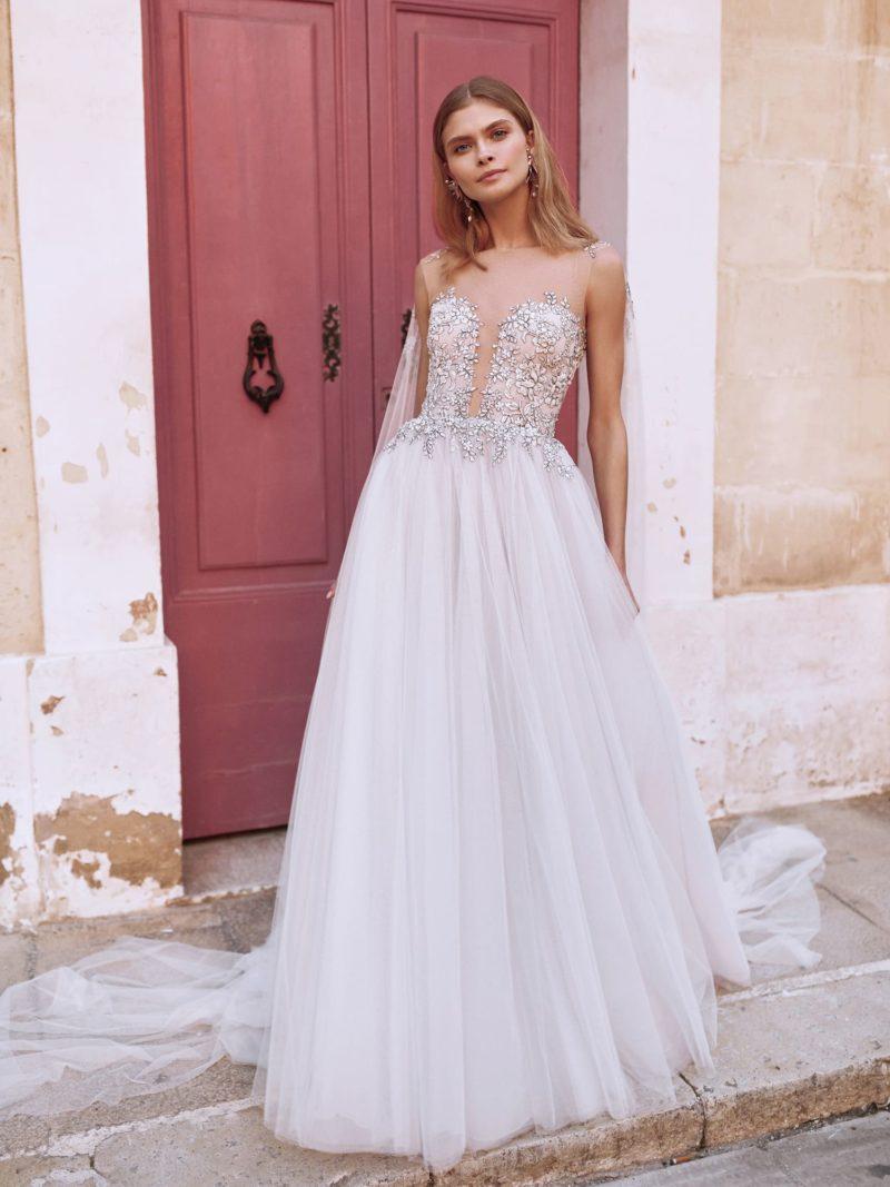 Свадебное платье пудрово-розового цвета с пышной юбкой