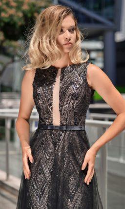 Черное короткое платье со шлейфом