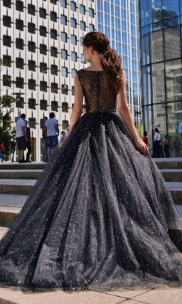 Пышное вечернее платье черного цвета