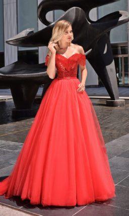 Красное бальное платье