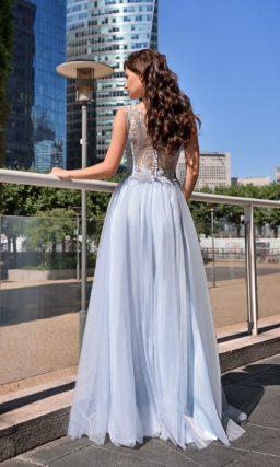 Нежно-голубое вечернее платье