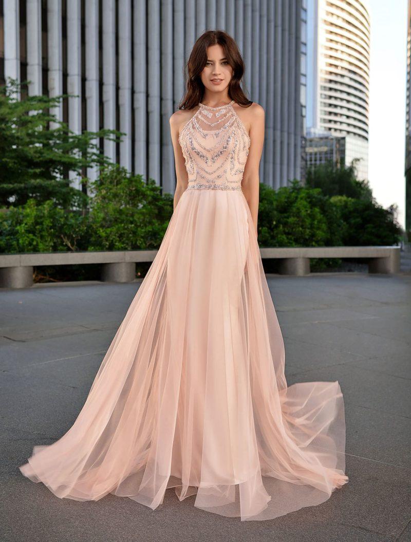 Легкое изысканное вечернее платье с юбкой в пол
