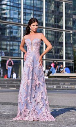 Длинное платье лилового цвета