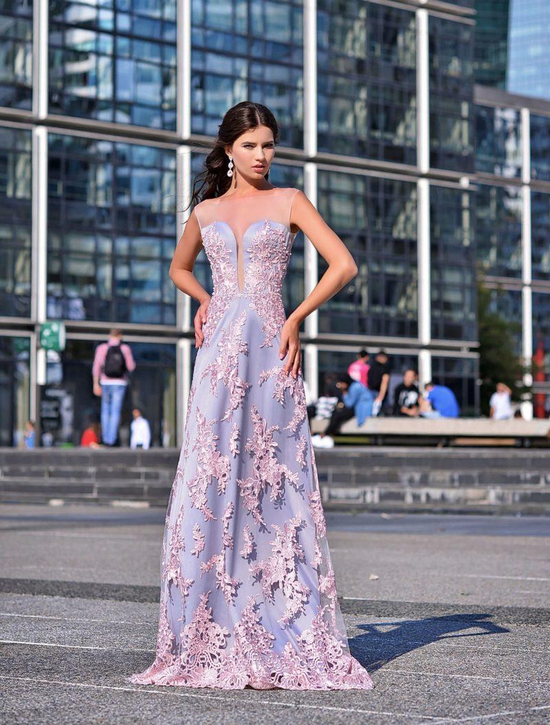 Длинное вечернее платье лилового цвета