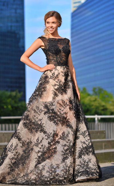 Длинное платье с декором