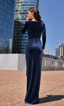 платье с рукавом из синего бархата