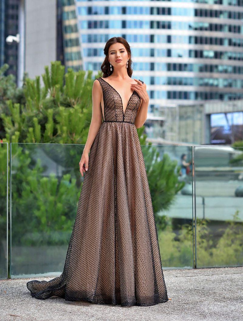 Открытое вечернее платье в пол из мерцающей черной сетки