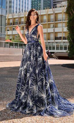 Длинно платье темно-синего цвета