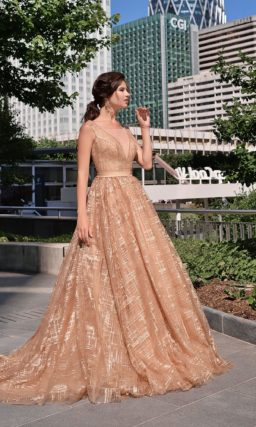 платье теплого бежевого оттенка