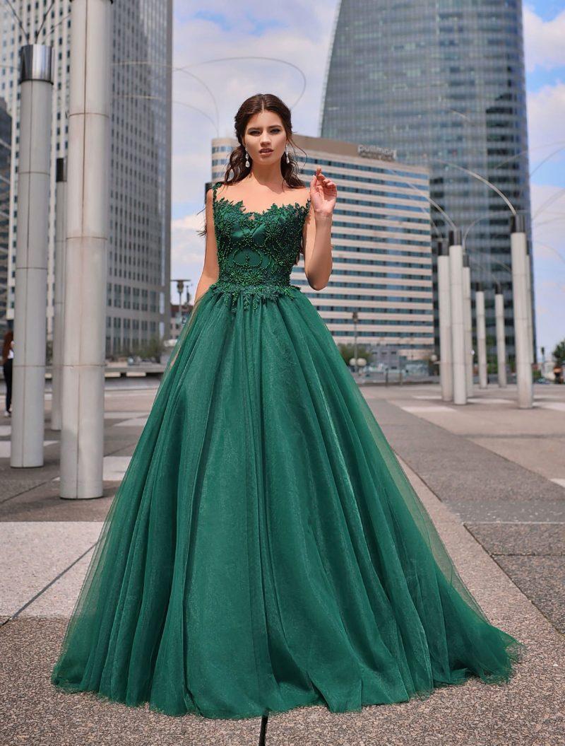 Пышное вечернее платье глубокого изумрудного оттенка