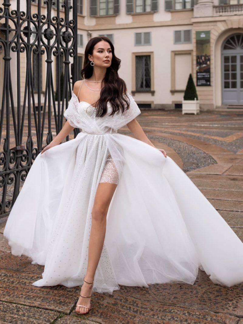 Стильное свадебное платье с асимметричной длиной