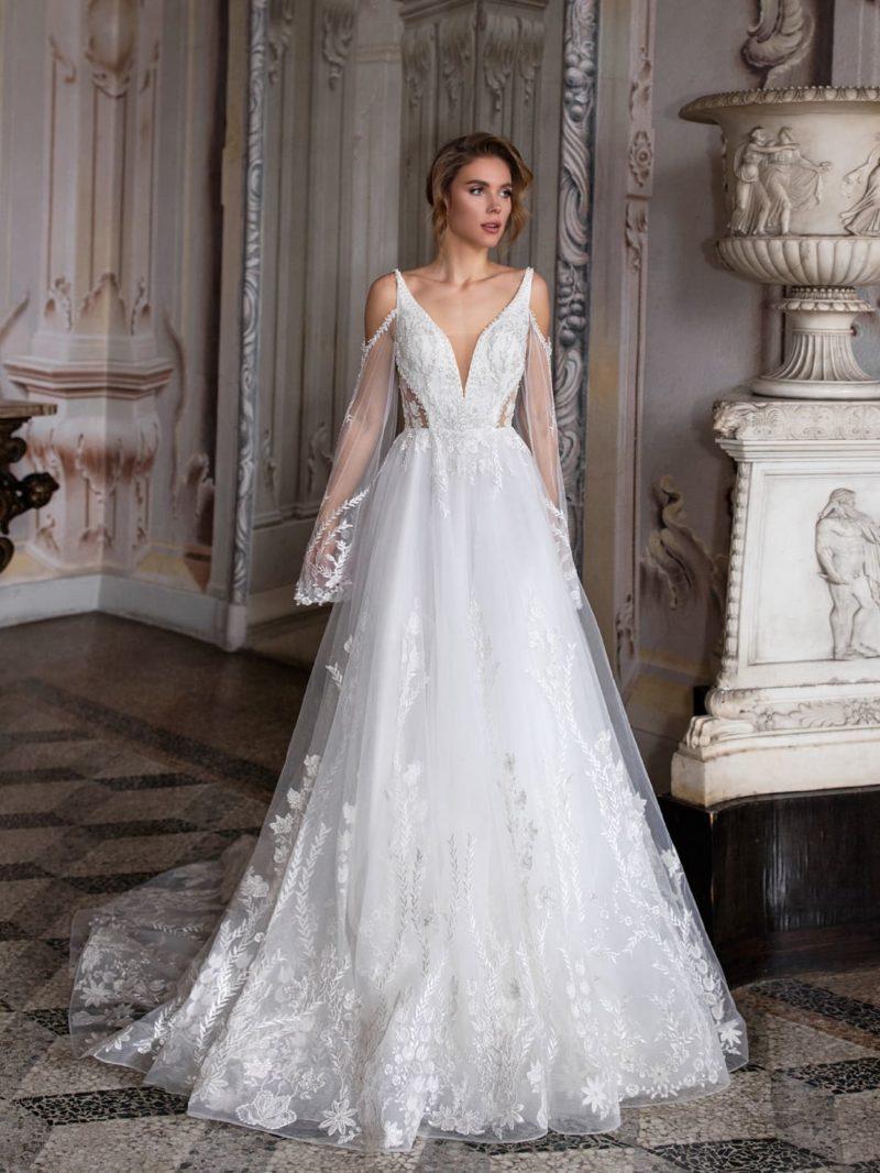 Свадебное платье с пышной юбкой и вышитым декором