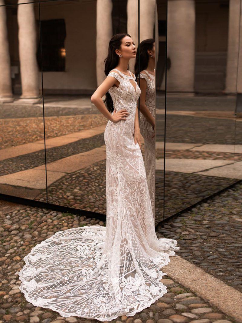 Ажурное платье силуэта «русалка» в пудровом оттенке