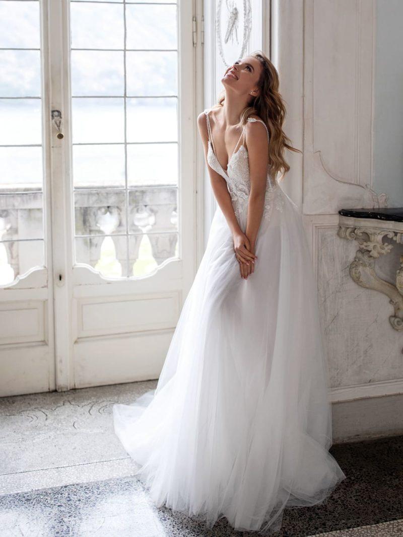 Легкое свадебное платье с открытой спиной