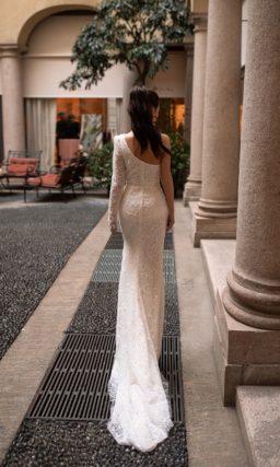 Асимметричное платье силуэта «русалка»