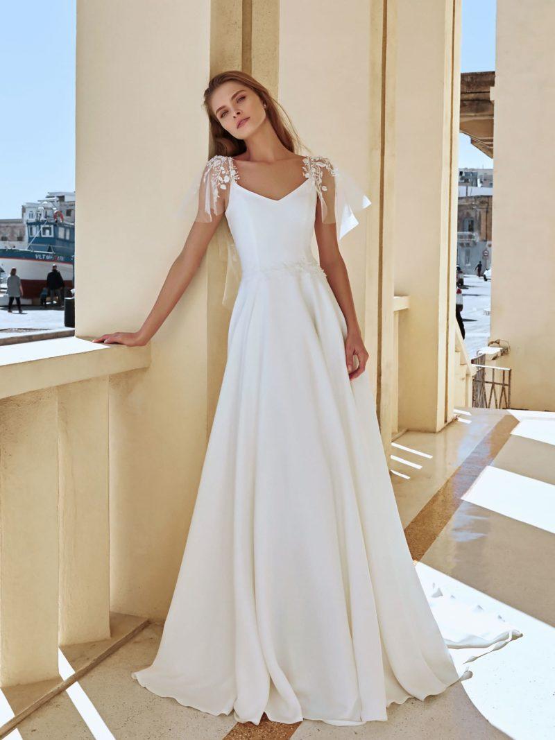 приталенное свадебное платье из белого атласа