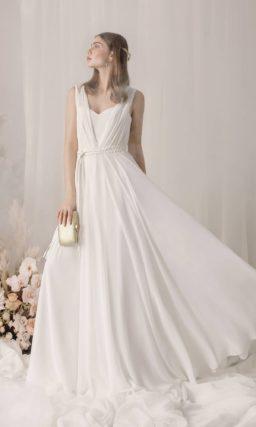 Минималистичное свадебное платье цвета айвори