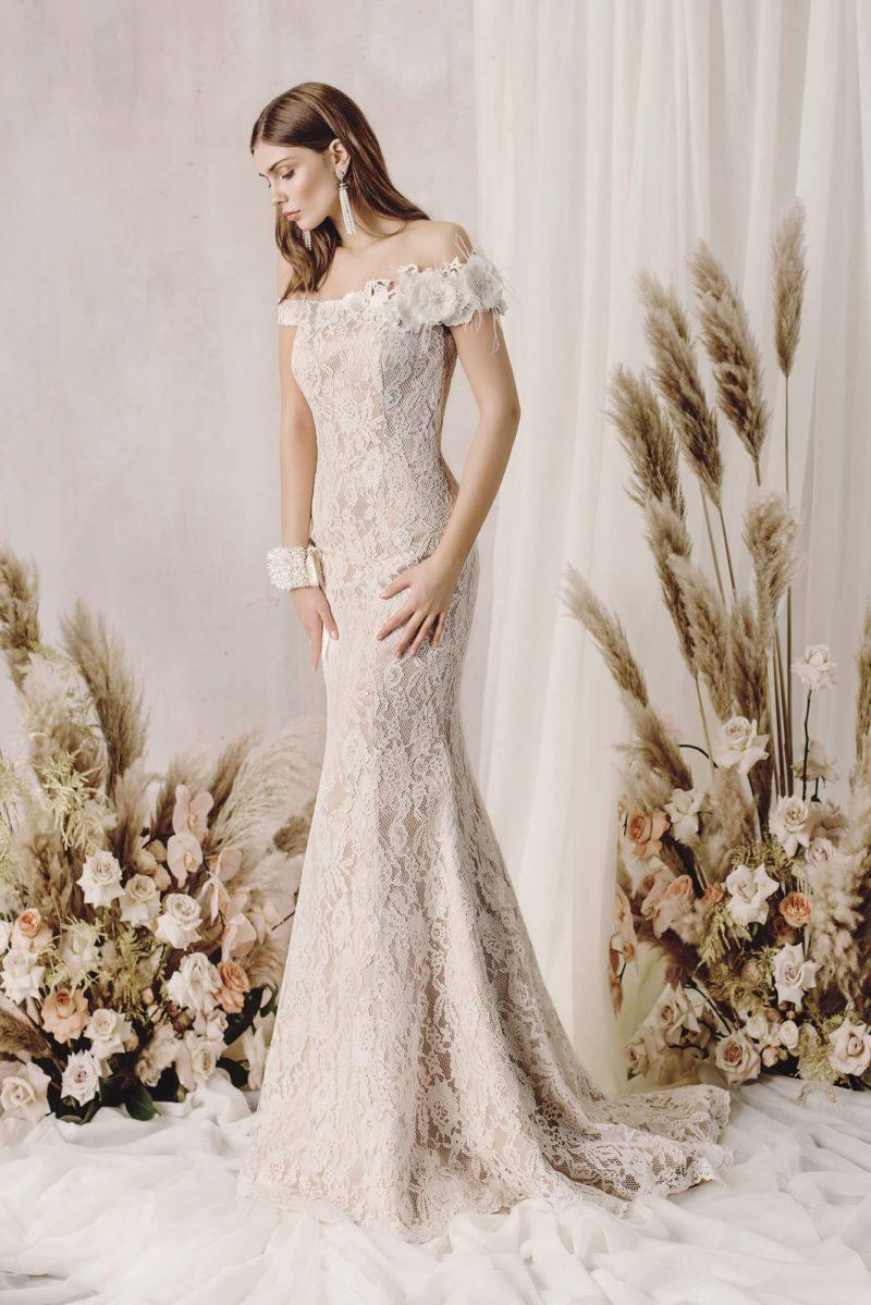 Ажурное свадебное платье силуэта «русалка» из гипюра