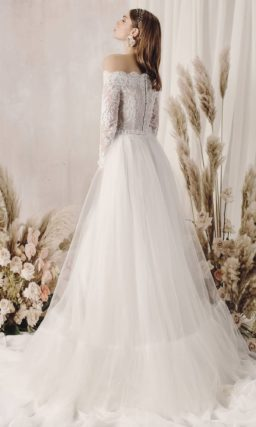 Пышное свадебное платье цвета айвори из кружева