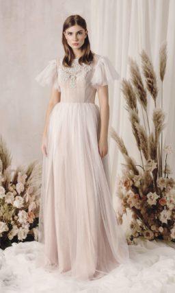 свадебное платье из пудрового фатина и гипюра